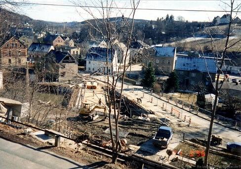 27. März 1996. Da Einsiedel zu diesem Zeitpunkt zum Landkreis Stollberg gehört, war das Straßenbauamt Zwickau als Auftraggeber zuständig, wenn auch die Initiative zum Neubau von der Gemeindeverwaltung Einsiedel ausging.