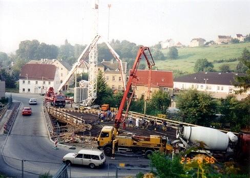 23. August 1996. Beton wird eingegossen.