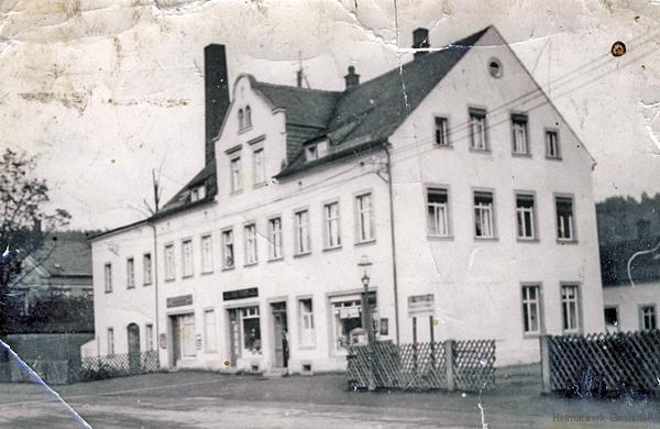 Läden in der Hauptstr. 97 um 1930.