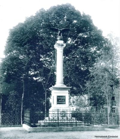 Den Siegern 1870-71. Kriegerdenkmal auf dem Plan in Einsiedel