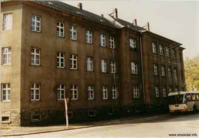 Gebäude August-Bebel-Platz1 mit Bus 1990