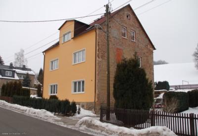 Berbisdorfer Straße 36 mit unvollständigem Außenputz am Giebel 2010