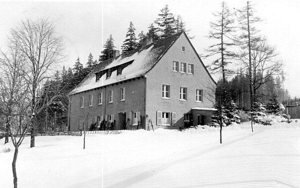 Krankenhaus im Pionierlager Einsiedel im Winter