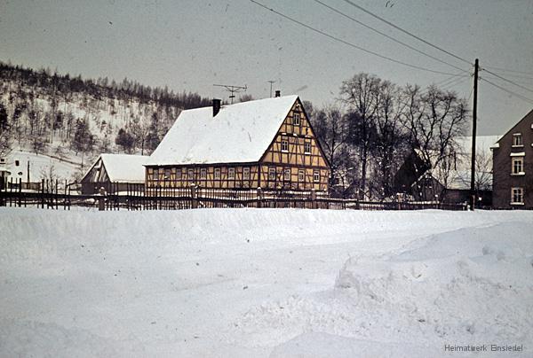 Fachwerkhaus im Winter 1964-65 in Einsiedel