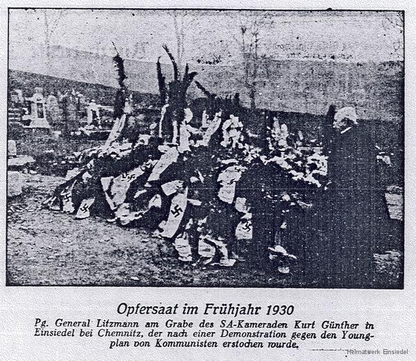 Karl Litzmann, preußischer General der Infanterie im Ersten Weltkrieg, am Grab von Kurt Günther