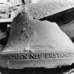 Glockenrest nach dem Bombenangriff 1945