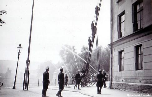 Löschübung Feuerwehr Einsiedel an der Schule im Dritten Reich