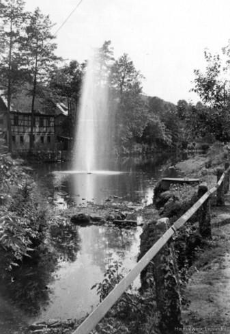 Wasserfontäne in der Zwönitz an der Fabrikstraße 1955