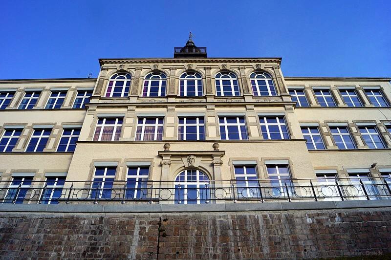 Sanierte Vorderfront der Alten Schule in Einsiedel 2015