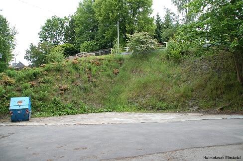 Freifläche, wo früher das alte Abtrittsgebäude stand