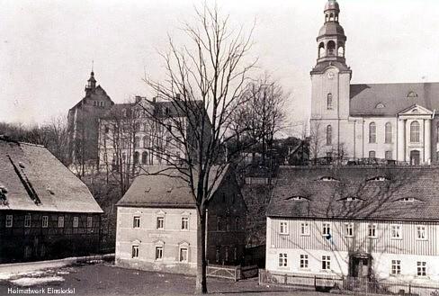 Die Einsiedler Schulen vor 1945, Sicht von Am Plan