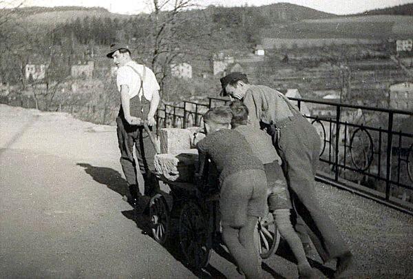 Arbeitseinsatz an der Alten Schule in Einsiedel 1951