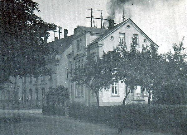 Historisches Mehrfamilienhaus neben dem Einsiedler Rathaus