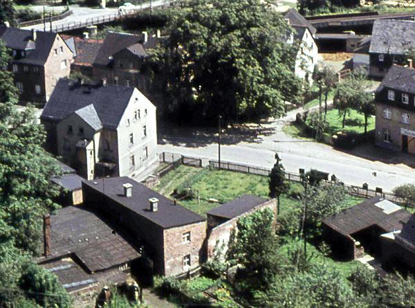 Hauptstraße 70 in Einsiedel vom Kirchturm aus in den 1960er Jahren