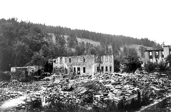 Ruinen der Tischlerei Weißer, des Bauern Lißner und der Verbandwattefabrik Lippmann