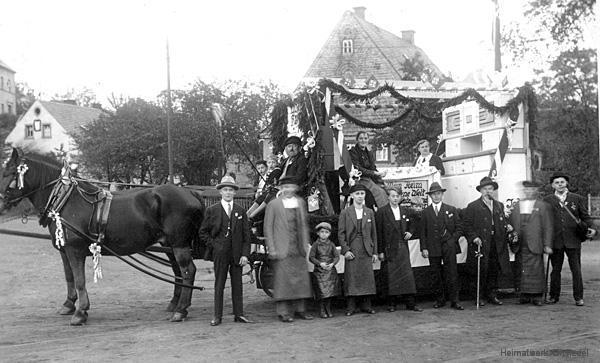 Festwagen auf dem Plan in Einsiedel um 1935