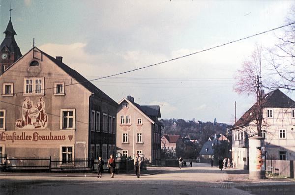"""Lange vor der Eventhalle: Das Wohnhaus des Einsiedler Brauhauses und Gasthaus """"Drei Eichen"""" in den 1960er Jahren"""