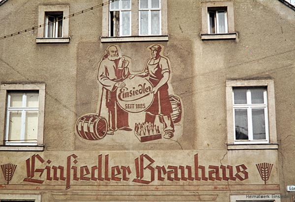 Bemalter Giebel am Wohnhaus der Brauerei Einsiedel