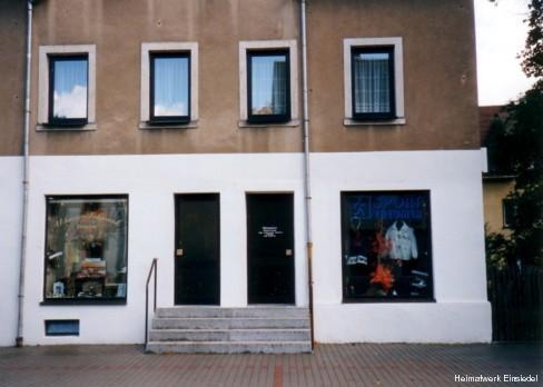 Zwei kleine Ladengeschäfte in der Hauptstr. 89 in Einsiedel 1995
