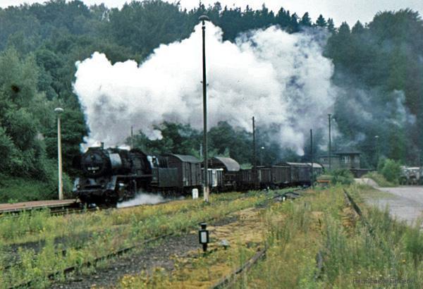 Dampflokbespannter Güterzug in Einsiedel 1982
