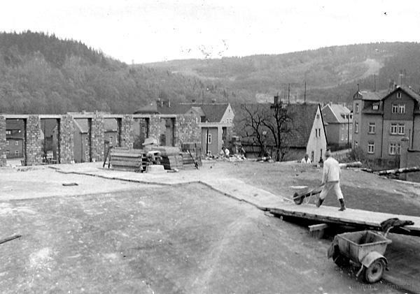 Aufstockung der Lagerkeller im volkseigenen Einsiedler Brauhaus 1974.