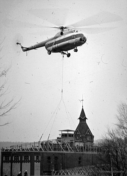Hubschrauber zur Montage eines Leichtbaudaches über der Brauerei in Einsiedel 1974