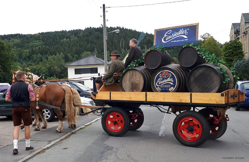 Pentti Richter mit Haflingergespann und Wagen mit Bierfässern des Einsiedler Brauhauses