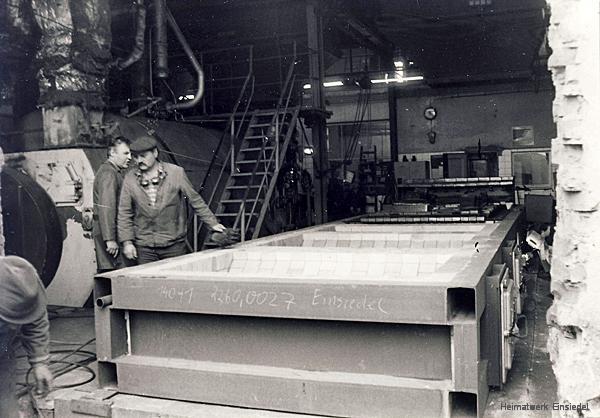 Unterbau für einen neuen Kohlekessel im volkseigenen Einsiedler Brauhaus in den 1980er Jahren